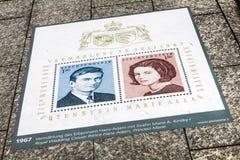 Pavimento de la ciudad y sello del poste Imagen de archivo