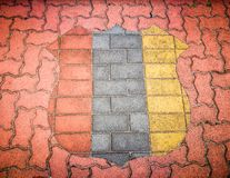 Pavimento del mattone con il modello dello schermo in 3 colori, rosso, grey e giallo immagine stock