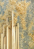 Pavimento del workshop con legno e segatura tagliati Immagini Stock Libere da Diritti