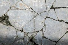 Pavimento di calcestruzzo incrinato fotografie stock