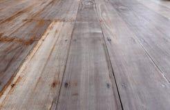 Pavimento di legno all'aperto d'annata, dettaglio come pioggia del sole del tempo Immagine Stock