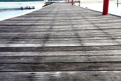 Pavimento di legno all'aperto d'annata, dettaglio come pioggia del sole del tempo Fotografia Stock Libera da Diritti