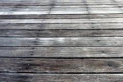 Pavimento di legno all'aperto d'annata, dettaglio come pioggia del sole del tempo Fotografie Stock