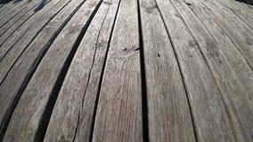 Pavimento di legno sul pilastro lungo fotografia stock