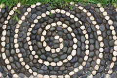 Pavimento di mosaico in bianco e nero dei ciottoli Fotografie Stock