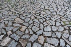 Pavimento di pietra del ciottolo sul marciapiede Immagini Stock Libere da Diritti