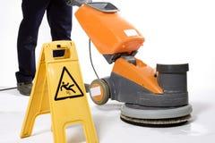 Pavimento di pulizia con la macchina Immagini Stock Libere da Diritti