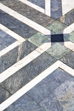 Pavimento do sumário da rua do arsizio de Busto de uma igreja ymarble Imagem de Stock Royalty Free