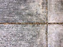 Pavimento graffiato della via del cemento fotografia stock