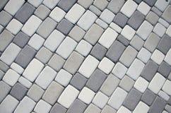 Pavimento hecho de piedra en jardín hermoso Imágenes de archivo libres de regalías