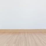 Pavimento laminato e parete bianca immagine stock libera da diritti