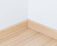 Pavimento laminato e parete bianca fotografie stock