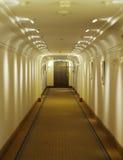 Pavimento lungo e vuoto nell'hotel della stazione termale Immagini Stock