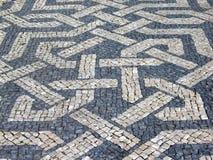 Pavimento portugués típico del guijarro imágenes de archivo libres de regalías