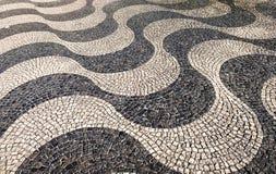 pavimento português do Tradicional-estilo em Lisboa imagens de stock