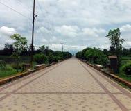 Pavimento vacío amplio en Lumbini fuera de temporada Imagen de archivo libre de regalías