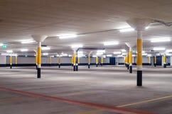 Pavimento vuoto del parcheggio fotografie stock