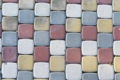 pavimentos Multi-coloridos sob a forma dos tijolos foto de stock