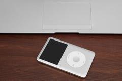 Pavlograd, de Oekraïne - December 4, 2014: iPod schrijver uit de klassieke oudheid 160 GB op Si Royalty-vrije Stock Fotografie