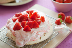 pavlova草莓 免版税图库摄影
