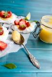 Pavlova φράουλα-ασβέστη Στοκ Εικόνα