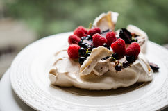 Pavlova cake with berries Royalty Free Stock Photos