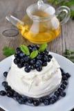 Pavlova cake with blueberries Royalty Free Stock Photography