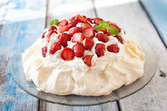 Pavlova cake with strawberry Stock Images
