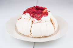 Pavlova cake with strawberry Royalty Free Stock Image