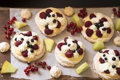 Pavlova cakes stock photography
