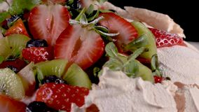 Pavlova-Kuchen stock video footage