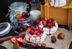 Pavlova meringue cake with fresh strawberry and cherry Stock Photography