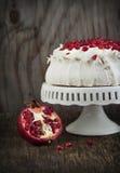 Pavlova tort z granatowem Obrazy Stock