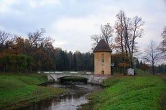 Pavlovsk公园、河Slavyanka和Pil塔 免版税库存照片