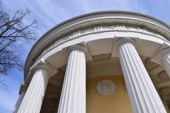 Pavlovsk公园圣彼德堡友谊寺庙 免版税库存图片