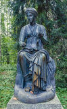 Pavlovsk公园 老西尔维亚海峡& x28; 十二paths& x29;雕象 司音乐及抒情诗的女神 免版税图库摄影