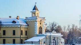 PAVLOVSK, ST 彼得斯堡,俄罗斯- 2018年2月21日:对Bip城堡的看法在一春天天 城堡在1795-179被修造了 库存照片