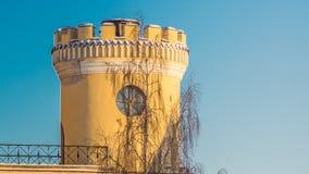 PAVLOVSK, ST 彼得斯堡,俄罗斯- 2018年2月21日:对Bip城堡的看法在一春天天 城堡在1795-179被修造了 免版税图库摄影