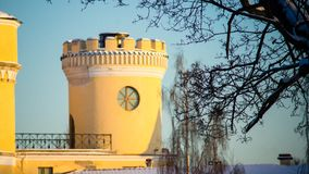 PAVLOVSK, ST 彼得斯堡,俄罗斯- 2018年2月21日:对Bip城堡的看法在一春天天 城堡在1795-179被修造了 图库摄影