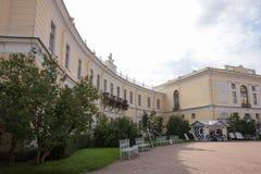 Pavlovsk, Αγία Πετρούπολη, Ρωσία - 10 Σεπτεμβρίου 2018 Μεγάλα παλάτι και μνημείο στον αυτοκράτορα Pavel Ι στοκ εικόνα