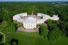 Pavlovsk κινηματογράφηση σε πρώτο πλάνο παλατιών που τίθεται από ένα quadrocopter Γειτονιά της Αγία Πετρούπολης, Ρωσία στοκ εικόνες με δικαίωμα ελεύθερης χρήσης