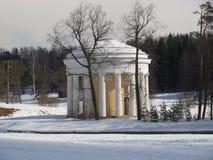 Pavlovsk Le temple d'amitié en parc d'hiver Photo libre de droits