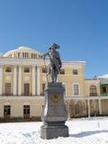 Pavlovsk Monument aan keizer Pavel I vóór het Grote paleis Stock Fotografie