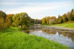 Pavlovsk park, mening van Slavyanka-rivier, St. Petersburg Stock Afbeelding