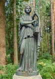 Pavlovsk Park Oude Sylvia & x28; Twaalf paths& x29; standbeelden erato Stock Afbeeldingen