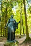 Pavlovsk, R?ssia Escultura de bronze de Niobida de morte Feito de acordo com os originais do escultor grego Scopas imagens de stock royalty free