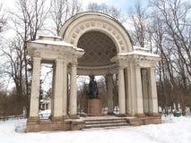 Pavlovsk Rossis Pavillon im Winterpark Stockfotos