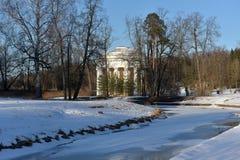 pavlovsk Russia Zimy sceneria z świątynią przyjaźń Obrazy Stock