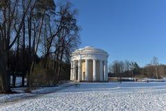 pavlovsk Russia Zimy sceneria z świątynią przyjaźń Zdjęcie Stock