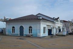 PAVLOVSK, RUSSLAND - 24. APRIL 2017: Orientalischer Shop in der Straße der Revolution Lizenzfreies Stockbild